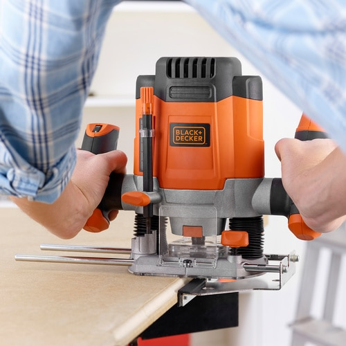 Black and Decker - 1200W 635mm Bovenfrees met accessoires in koffer - KW1200EKA